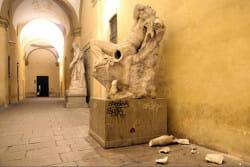Drunken-statue1